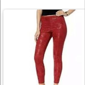 Hue textured legging in burgundy rust tone